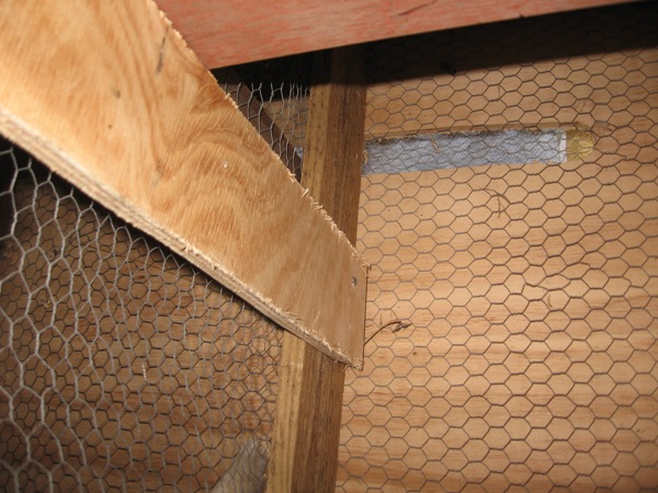 Air hole at back of BBQ roo box