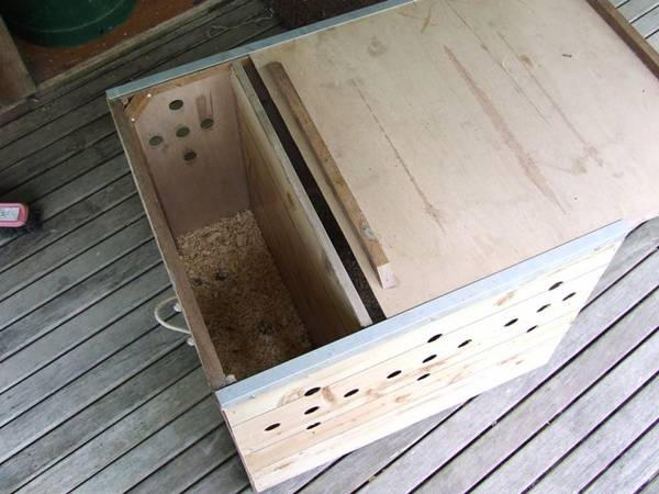 carry box showing sliding lid